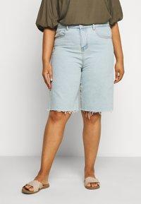 Glamorous Curve - Denim shorts - light wash - 0