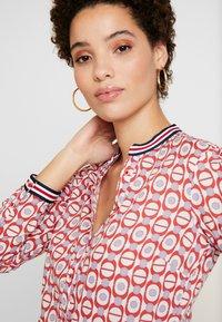 Emily van den Bergh - Skjorte - red/white - 5