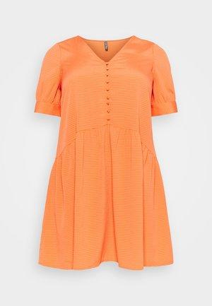 PCGENEVA DRESS CURVE - Denní šaty - nectarine