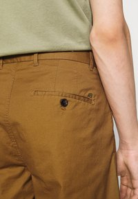 Scotch & Soda - STUART CLASSIC - Shorts - nutmeg - 4