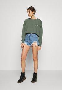 Abrand Jeans - A CROPPED OVERSIZED SWEATER - Sweatshirt - gumnut - 1