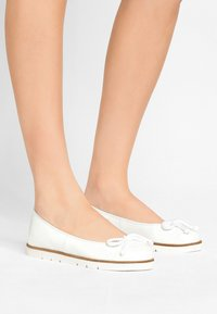Pretty Ballerinas - SHADE - Baleríny - blanco - 0
