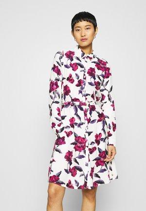 HAYLEY DRESS - Skjortekjole - cream white/parrot