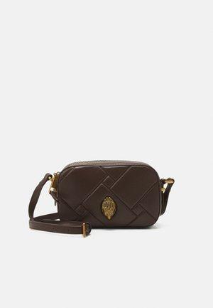 KENSINGTON CAMERA BAG - Across body bag - brown