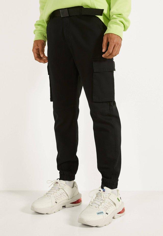 MIT GÜRTEL - Pantaloni cargo - black