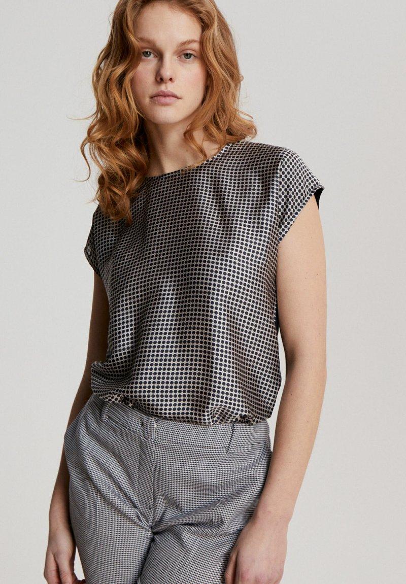 More & More - Print T-shirt - dunkelblau