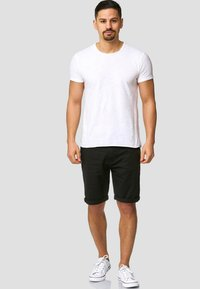 INDICODE JEANS - CASUAL FIT - Shorts - mottled black - 1