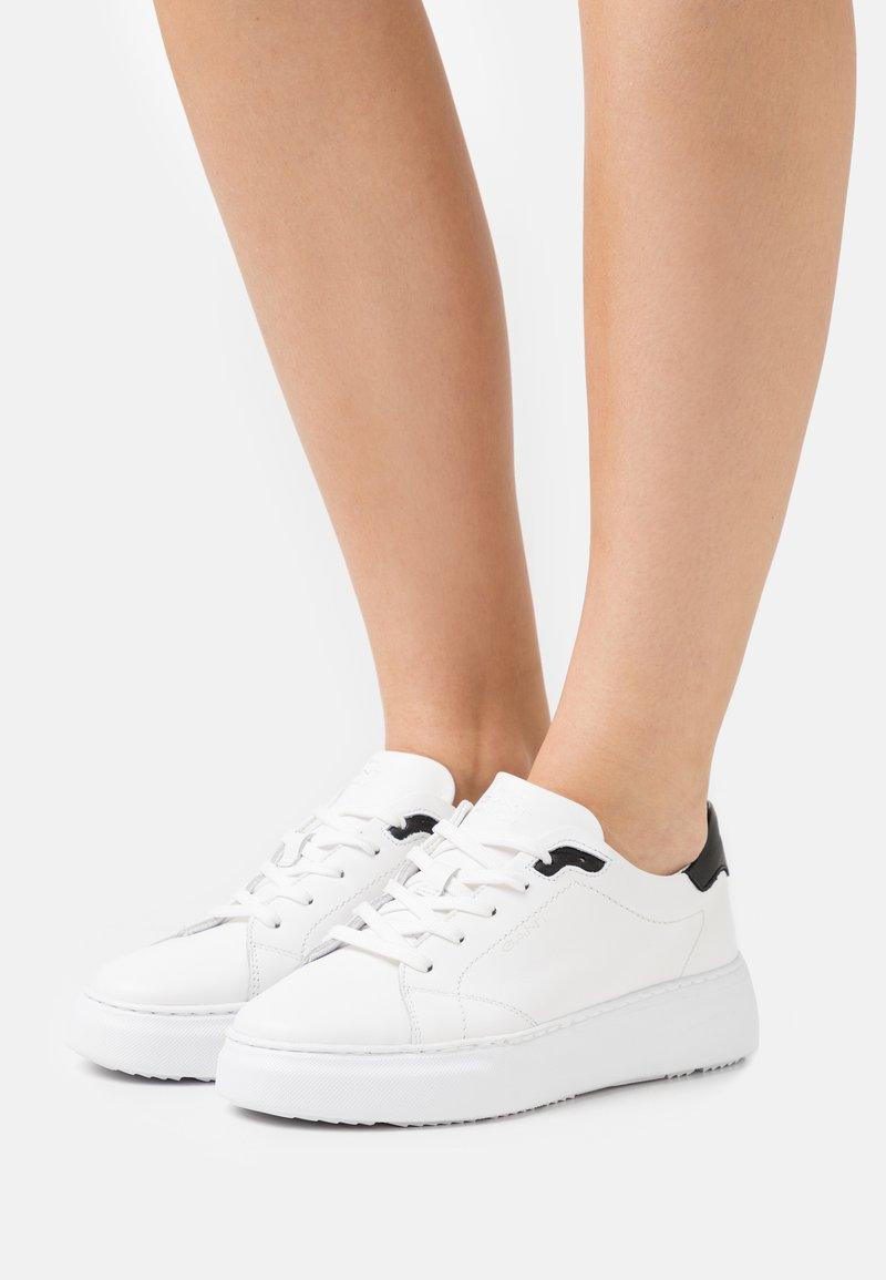 GANT - SEACOAST  - Sneakersy niskie - white/black