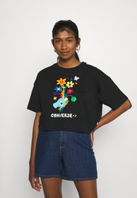 Converse - ROAD TO PRIDE CROPPED GRAPHIC TEE - Camiseta estampada - black - 0