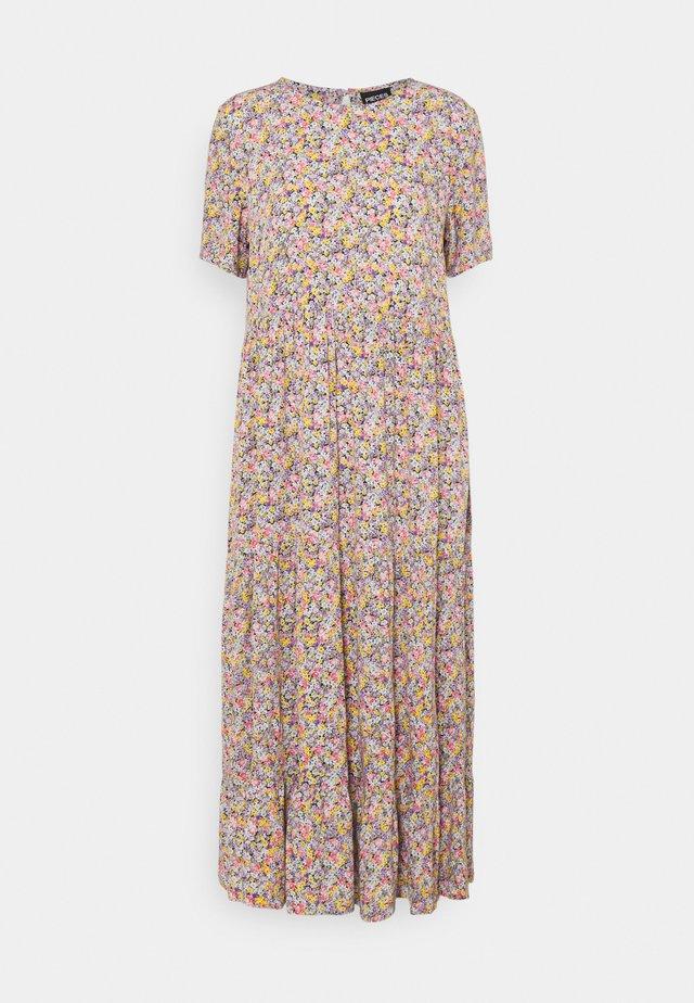 PCRILLA MIDI DRESS - Sukienka letnia - dahlia purple