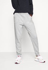 Even&Odd Tall - 2PACK REGULAR FIT JOGGERS - Tracksuit bottoms - black/light grey - 2