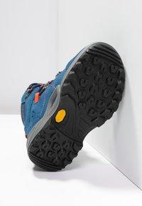 Lowa - KODY III GTX MIDJUNIOR UNISEX - Hiking shoes - blau/orange - 4