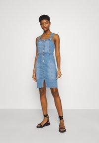ONLY - ONLAIA LIFE SPENCER DRESS - Denim dress - light blue denim - 0