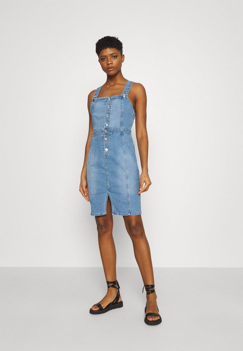 ONLY - ONLAIA LIFE SPENCER DRESS - Denim dress - light blue denim