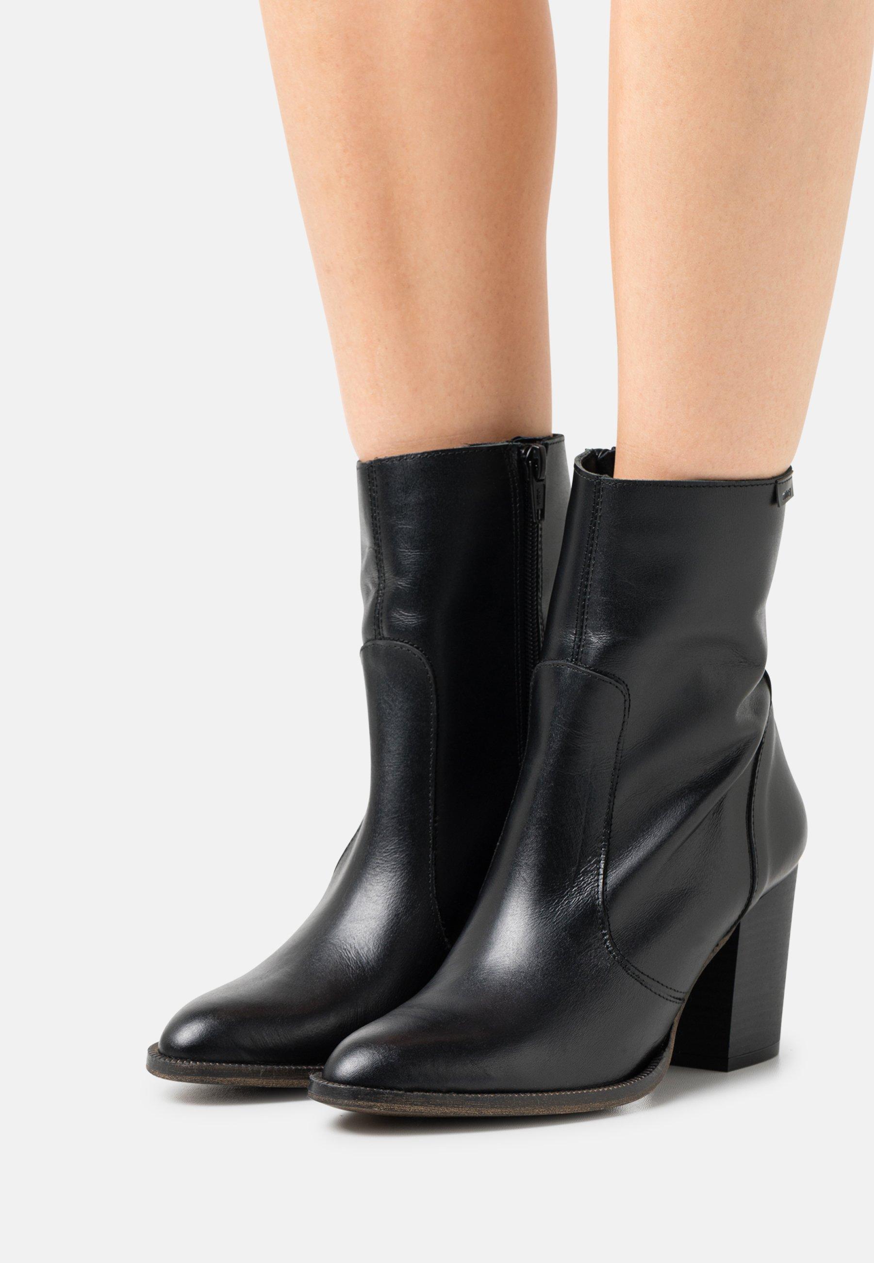 Women UMA - Classic ankle boots