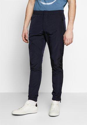 GENTS DRAWCORD TROUSER - Spodnie treningowe - dark blue