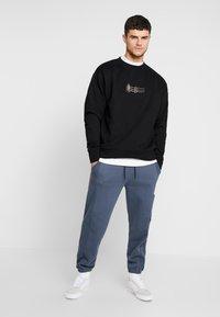 Mennace - TRIPLE SIGNATURE  - Sweatshirt - black - 1