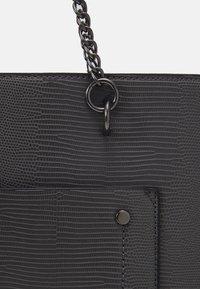 Dorothy Perkins - SLIP POCKET CHAIN HANDLE - Handbag - dark grey lizard/gunmetal - 3