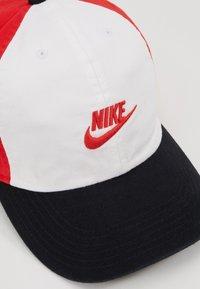 Nike Sportswear - FUTURA - Kšiltovka - university red - 2