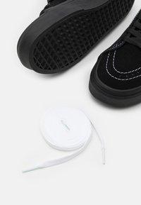Vans - SK8-HI UNISEX - Höga sneakers - black/true white - 5