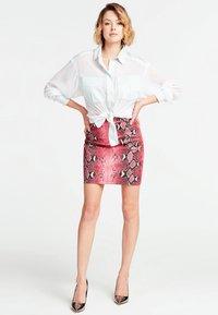 Guess - BOYFRIEND GIOIELLO - Button-down blouse - bianco - 1