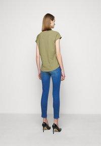 CLOSED - WOMEN´S - Jednoduché triko - green umber - 2