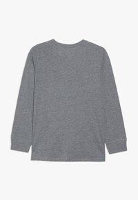 OshKosh - KIDS TIER BASIC TEE - Langærmede T-shirts - grey heather - 1