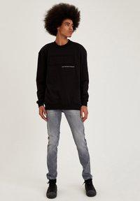 DeFacto - Slim fit jeans - grey - 1