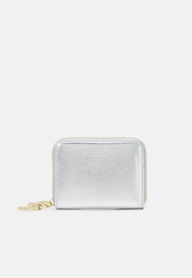 YLVA - Wallet - shocking silver