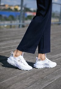 Nike Sportswear - REACT V2 - Trainers - white/sail/stone/atomic pink - 3
