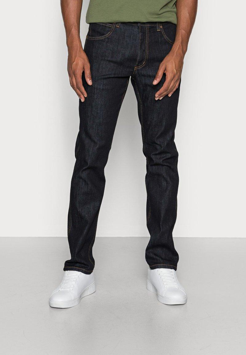 Wrangler - GREENSBORO - Jeans straight leg - dark rinse