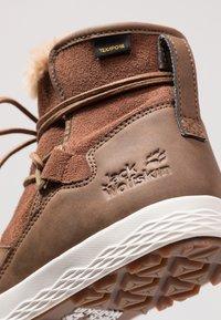 Jack Wolfskin - AUCKLAND TEXAPORE BOOT - Winter boots - desert brown/white - 5