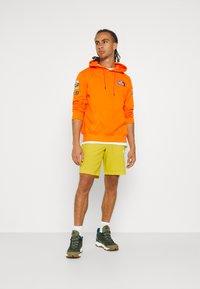 The North Face - GLACIER SHORT - Träningsshorts - citronellegreen - 1