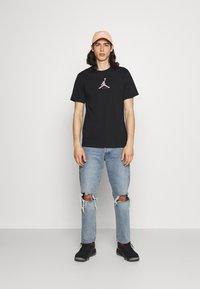 Jordan - BRAND CREW - Printtipaita - black - 1