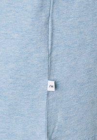 Selected Homme - SLHNORMAN O NECK TEE - Basic T-shirt - ballad blue melange - 5