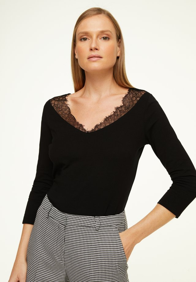 MIT FILIGRANER SPITZE - Long sleeved top - black