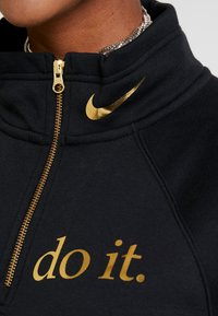 Nike Sportswear - FUNNEL ZIP SHINE - Sudadera - black/metallic gold - 5