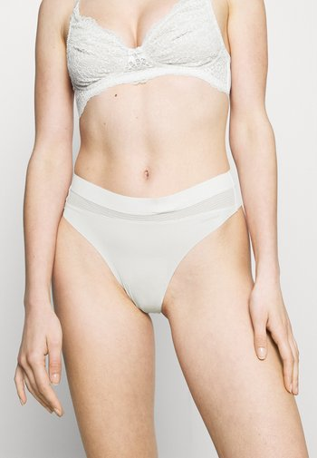 PERFECTLY FLEX THONG - String - ivory