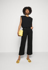 Boyish - THE MIKEY HIGH RISE WIDE LEG - Džíny Relaxed Fit - black beauty - 1