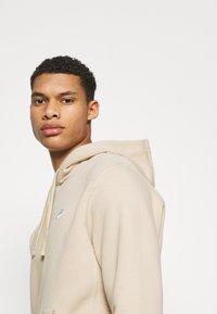 Nike Sportswear - CLUB HOODIE - Collegepaita - grain - 4