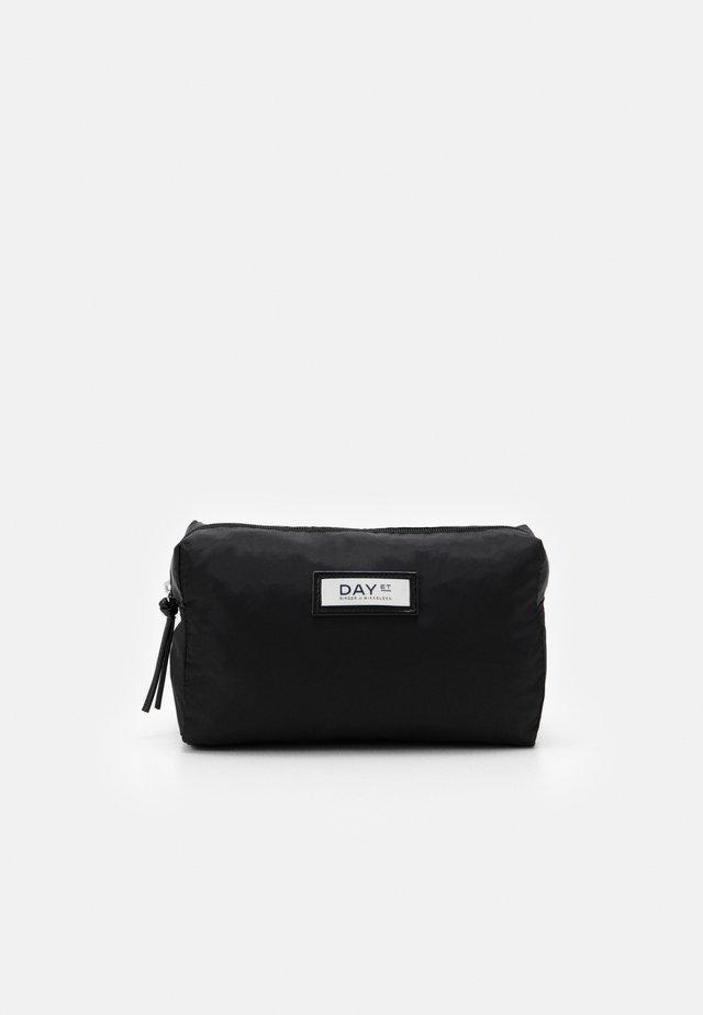 GWENETH BEAUTY - Kosmetická taška - black