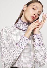 Victoria Beckham - RUFFLE  - Button-down blouse - ecru/purple - 5