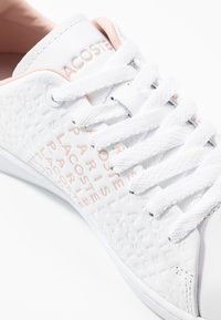 Lacoste - CARNABY  - Sneakersy niskie - white/nat - 2