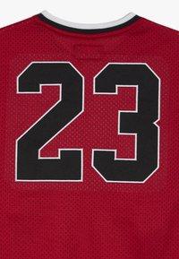 Jordan - 23 SHOOTING - Print T-shirt - gym red - 4