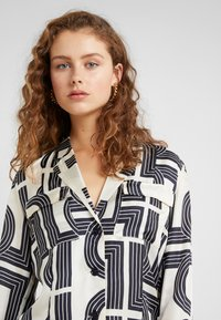 Lovechild - VIGGA - Button-down blouse - tapioca - 4
