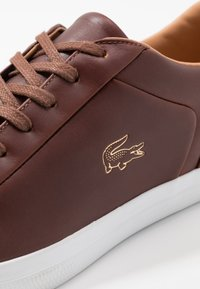 Lacoste - LEROND - Sneakers basse - brown/white - 5