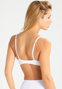 Triumph - BODY MAKEUP - T-skjorte-BH - white - 2