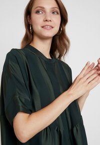 Selected Femme - SLFVIOLA OVERSIZE DRESS - Shirt dress - scarab - 4