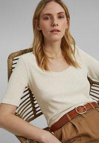 Esprit - Basic T-shirt - light beige - 6