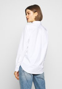 Lacoste - REGULAR FIT CF5614  - Button-down blouse - white - 2
